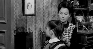 La Tía Tula - Tula arregla pelo a la niña